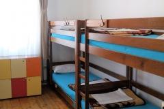 8 beds standard dorm