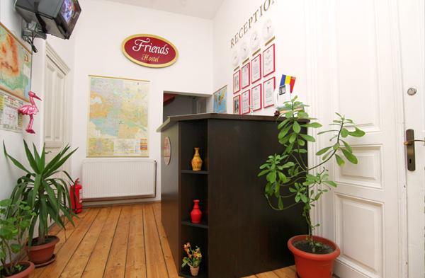 reception_friens_hostel_bucharest_romania_3